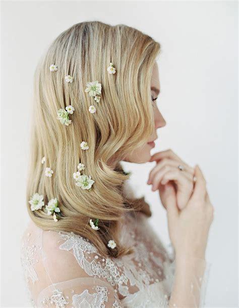 quelle fleur pour cheveux mariage des fleurs parsem 233 es dans les cheveux pour le mariage