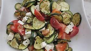 Salat Mit Zucchini : zucchini tomaten salat rezept mit bild von ~ Lizthompson.info Haus und Dekorationen