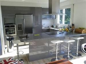Cuisine en u laquee gris brillant cuisine design avec for Idee deco cuisine avec cuisine laquée gris clair