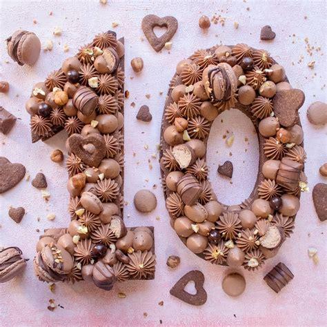 Jess cupcakes number cake saveur vanille chocolat. Number cake 10 au chocolat pour un anniversaire #numbercake #gateau #pâtisserie #chocolat en ...