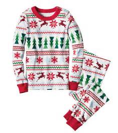 25 super cute christmas pajamas for kids christmas pajamas pyjamas and christmas pjs