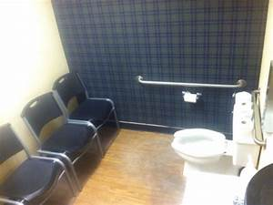 40 most hilarious and weird bathrooms pics ever for Weird bathrooms
