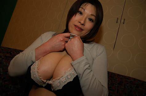 Chubby Asian Milf Hiromi Yoshio Gets Naked And Enjoys