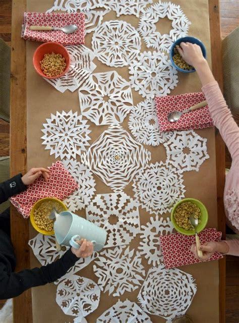 snow  ways  decorate  paper snowflakes