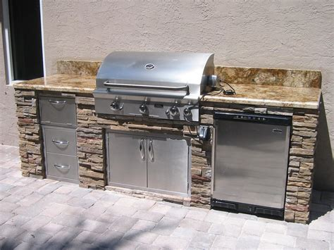 New Custom Outdoor Kitchens In Florida — Gas Grills, Parts