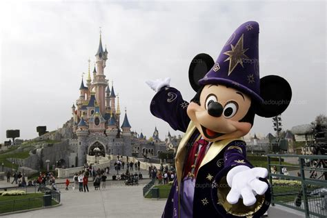 france monde disneyland paris bientot deux fois  grand