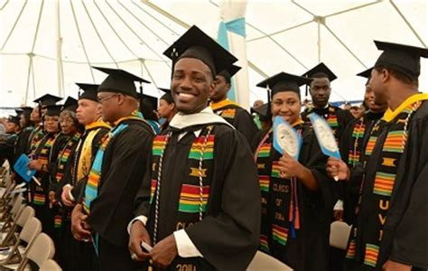 uvi  award   degrees   commencement ceremony