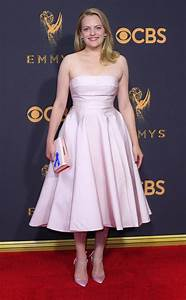 Elisabeth Moss Wins Her First Emmy for The Handmaid's Tale ...