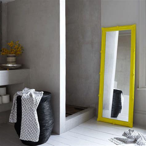 grey yellow bathroom inspiration dans le lakehouse