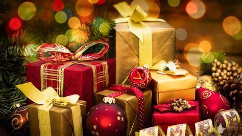 Teacher Raises Money To Buy Entire School Christmas Gifts