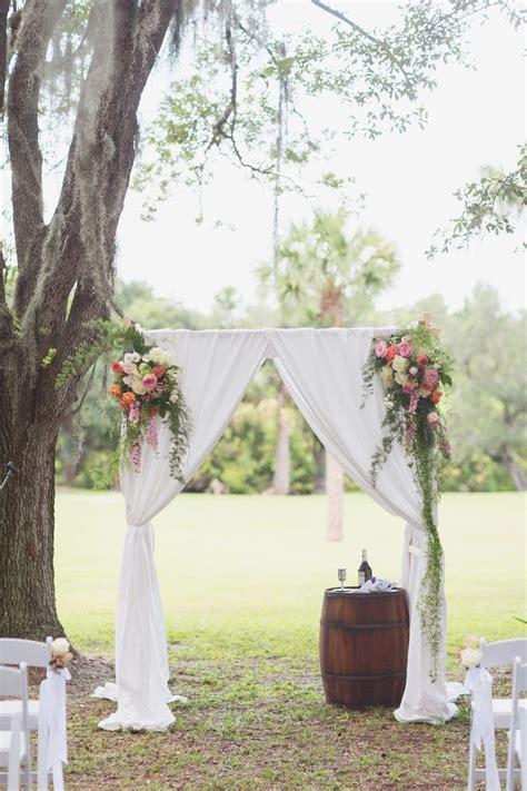 creative rustic wedding ideas   wine barrels