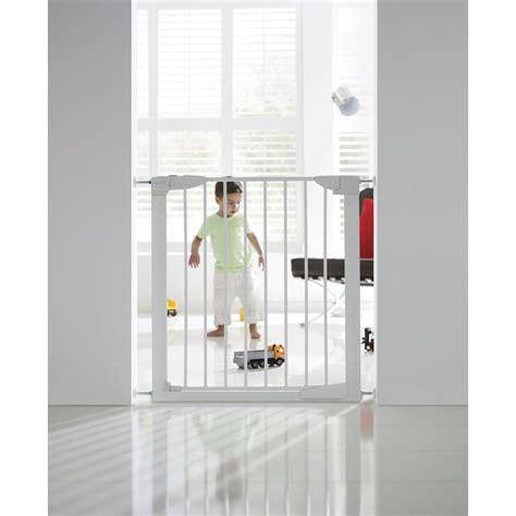 barrière de sécurité enfant munchkin portillon automatique métal l 76 82cm leroy merlin