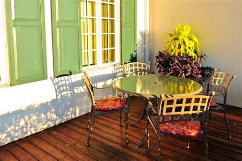 clean patio furniture   kinds wood wicker