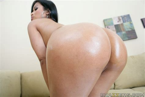 Mature Sexy Asian Babe Priva Shows Her Big Wet Ass And