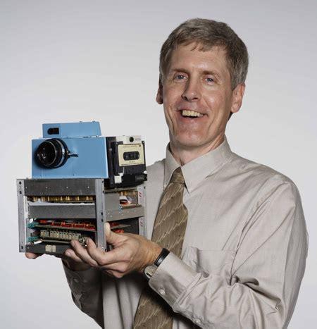 qui a invente la le electrique l inventeur du premier appareil photo num 233 rique d 233 cor 233 par obama