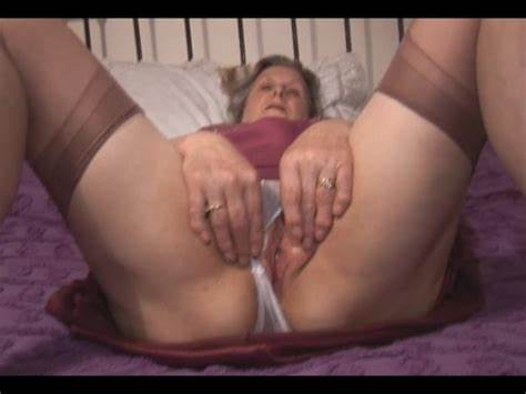 Huge Gash Mothers Shows Off On Mirror