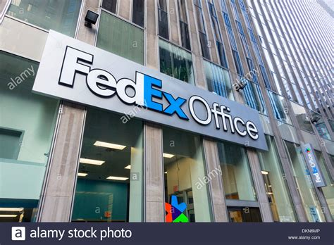 Fedex Kinkos Nyc Midtown by Fedex Icon Outside Midtown Office In New York City Stock