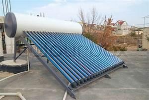 Heizung Verliert Wasser : vacuum solar wasser heizung auf dem hausdach stockfoto colourbox ~ One.caynefoto.club Haus und Dekorationen