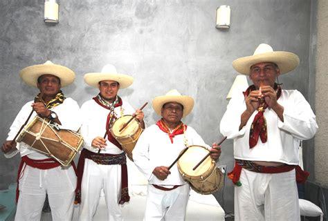 A los músicos zoques, el don sonoro les es transmitido en ...