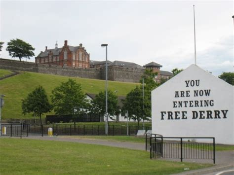 bogside     derry city walls photo