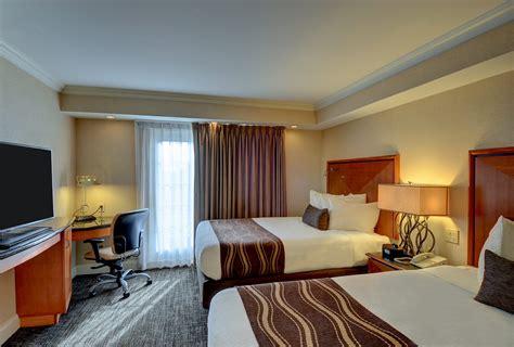 Bedroom : Luxurious Bedroom Queen Suite With Balcony Or Patio