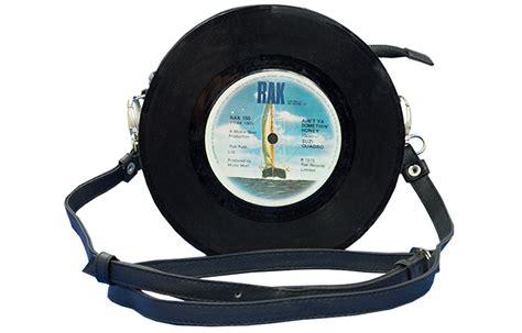 Tasche Aus Schallplatten by Upcycling Deluxe Verlost Zwei Tolle Gutscheine In Ecowoman