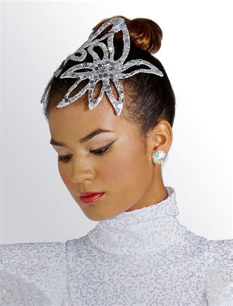 Couture Headpiece - www.starstyled.com