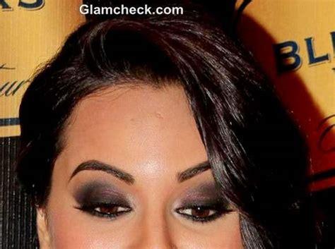 diy makeup sonakshi sinhas smokey eyes nude lips