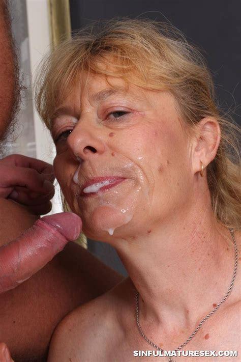 Mature Sex Mom Swallows Cum