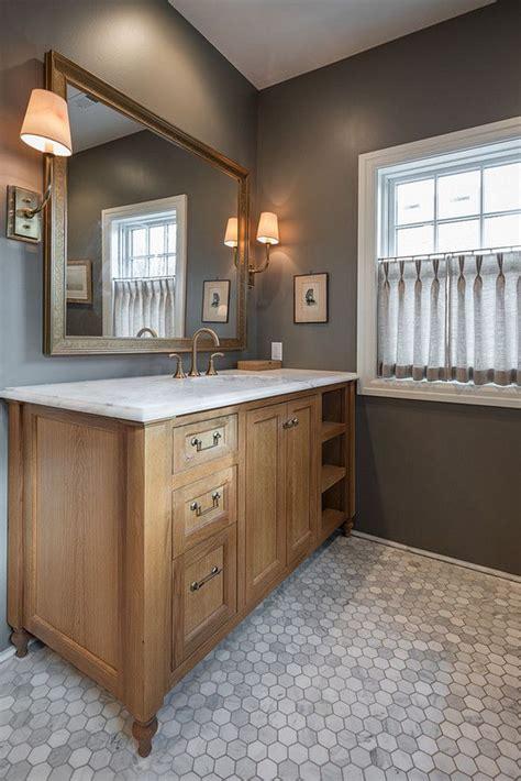 tile flooring with oak cabinets de 25 bedste id 233 er inden for oak bathroom cabinets p 229 pinterest