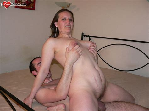 Thats One Horny Mature Slut Fucking On That Bed Pichunter