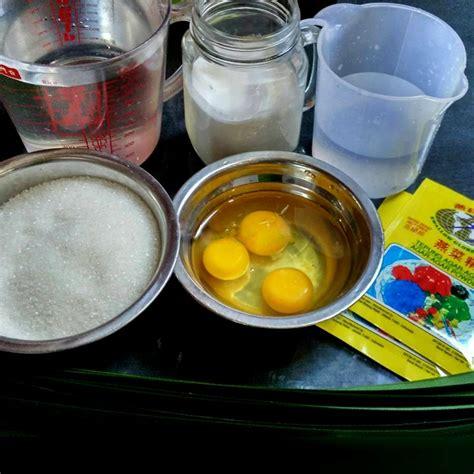 Masukan kocokan telur , aduk sampai mendidih dgn whisk. Resep Puding Lumut Pandan Hijau Santan | Bahan Bumbu Aneka Resep Masakan Indonesia Praktis