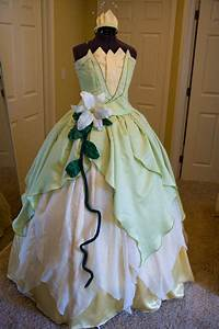 28 diy disney costume tutorialsthat are much cuter than With robe tiana
