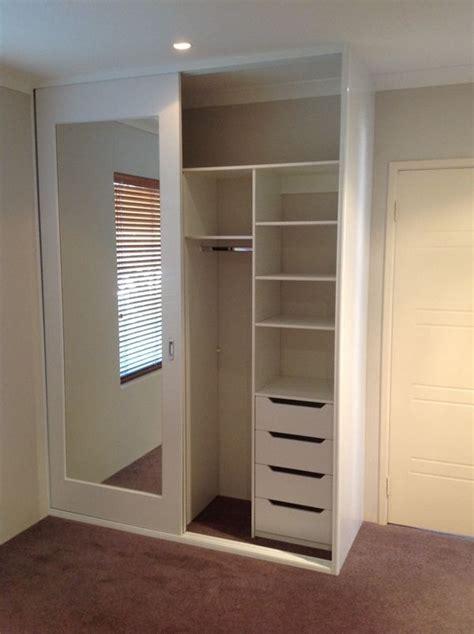 sliding mirror closet 25 best ideas about mirror closet doors on