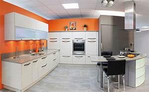Orange Vert Quel Couleur : trendy couleur murs cuisine avec meubles blancs avec decoration cuisine blanche idees et cuisine ~ Dallasstarsshop.com Idées de Décoration
