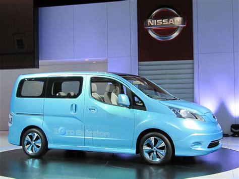 nissan  nv  concept electric minivan nycs electric taxi