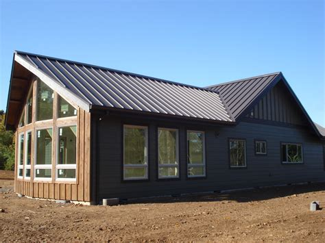metal roofs installed  homes  commercial buildings