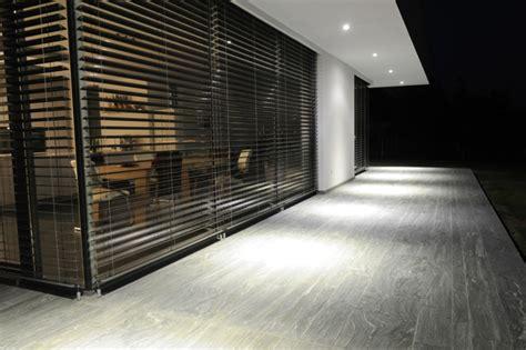 metall lamellen jalousien outdoor sonnenschutz ein k 252 hler innenbereich im sommer