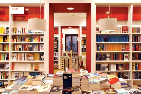 Libreria Giunti Udine by Sixplus Architetti 187 Librerie Ubik