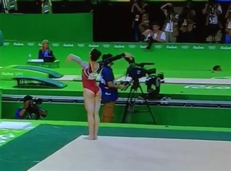 aly raisman floor routine aly raisman s floor routine goes viral after