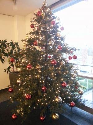geschmueckter spritzguss weihnachtsbaum weihnachtsbaum
