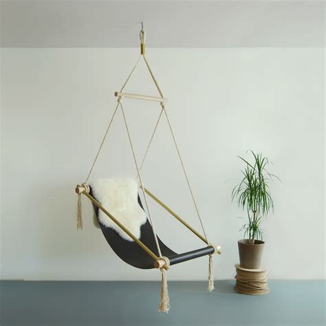 chaise suspendue interieur 10 cool modern indoor hanging chairs ideas and designs