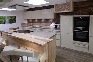 Kücheninsel Mit Sitzgelegenheit : moderne k cheninsel mit sitzgelegenheit ~ Frokenaadalensverden.com Haus und Dekorationen