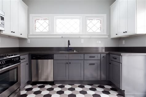 Different Color Upper And Lower Kitchen Cabinets Inspiring