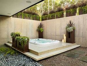 Jacuzzi exterieur idees pour creer votre oasis dans le jardin for Salle de bain design avec décoration noel extérieur jardin