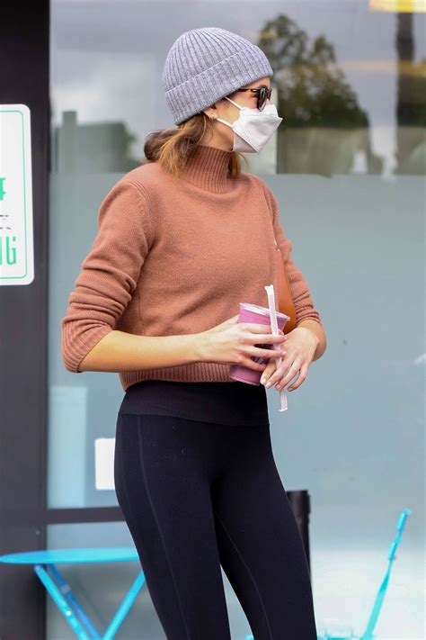 Kaia Gerber Arrives at her usual morning pilates class in ...