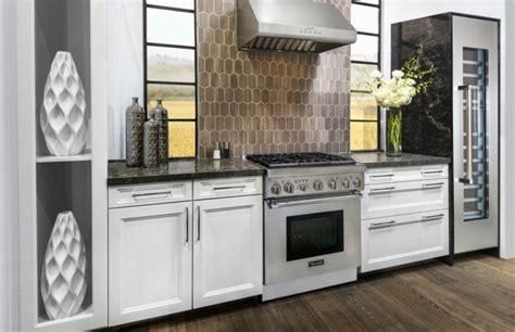 cuisine avec piano de cuisson cuisine equipee avec piano de cuisson maison design
