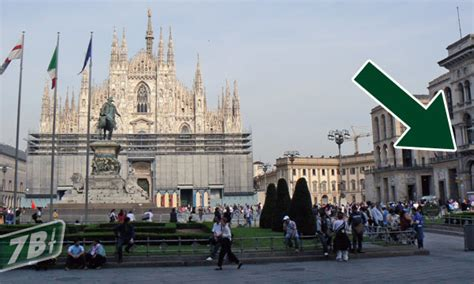 Libreria Piazza Duomo by Piazza Duomo Nuovo Mondadori Nuovo Spazio Apple Setteb