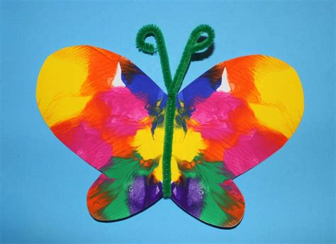 symmetrical painted butterfly craft preschool 290 | 799b2d41667a0da8922e0eb885b73518