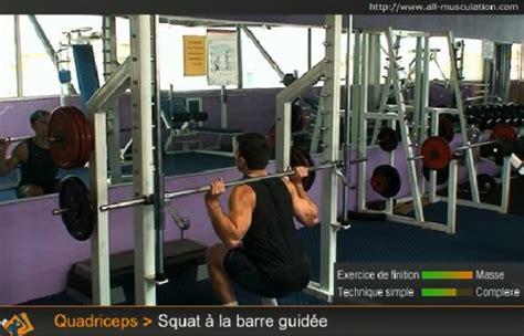 exercice du squat avec une barre guid 233 e